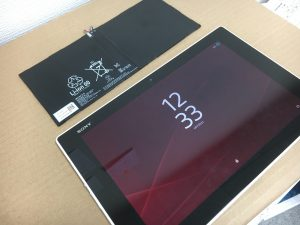 XperiaZ2Tabletの充電池交換修理-300x225
