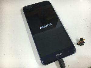 充電部分のパーツ交換後のAQUOS ZETA(SH-04H)