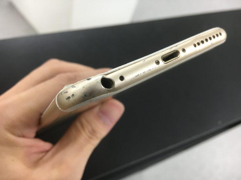 イヤホンジャックの穴が変形しているiphone6s