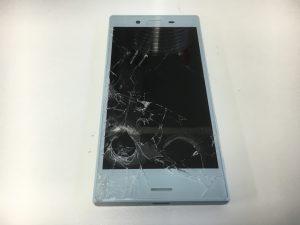 画面全体のガラスが粉々に割れているXperia X Compact(SO-02J)