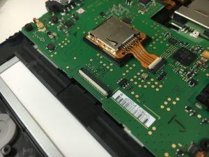 New3DSLLのコネクターストッパー(ラッチ)部分2