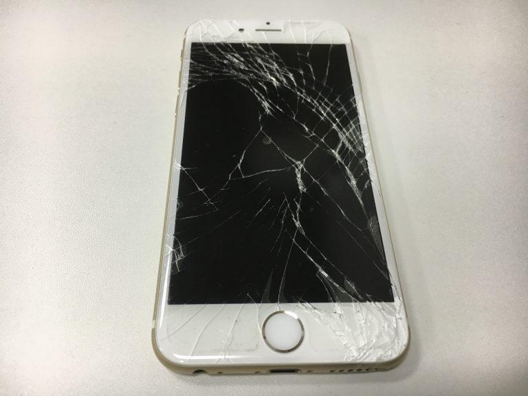 画面全体のガラスが粉々に砕けてしまっているiphone6s