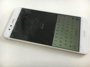 画面全体が粉々に割れているHuawei P10 Lite