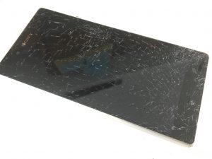 ガラスが全体的に割れて粉々になっているXperiaZ3(SO-01G)