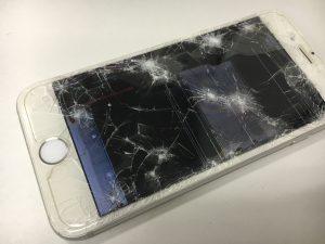 画面全体のガラスにヒビが入っているiPhone8