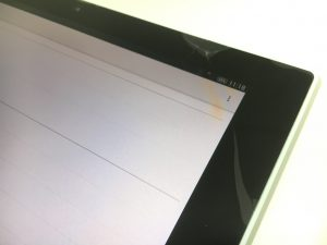 画面の端が割れているXperia Z4 Tablet(SOT31/SO-05G)