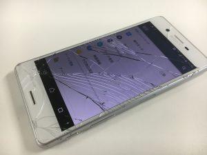 画面全体のガラスが粉々に割れているXperiaXPerformance