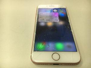 画面全体のガラスにヒビが広がっているiPhone8