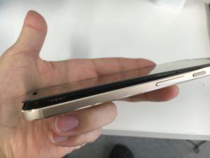 バッテリー膨張でハマグリ化したNexus6P-300x225