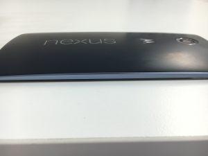 電池パック膨張で背面パネルが浮いていたNexus6が交換修理で改善