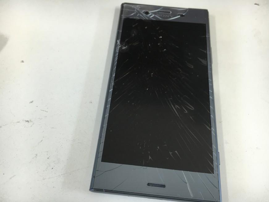 表面ガラスが割れたXperia XZ1(SO-01K)