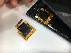 本体内部のこのパーツを新品に交換してるXperia XZ(SO-01J/SOV34)