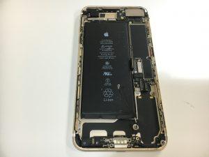 分解中のiPhone7Plus