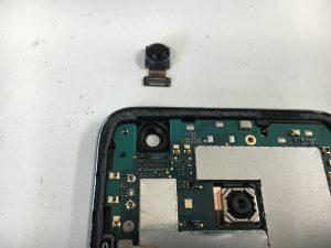 バックカメラを交換中の分解したAndroid One X2