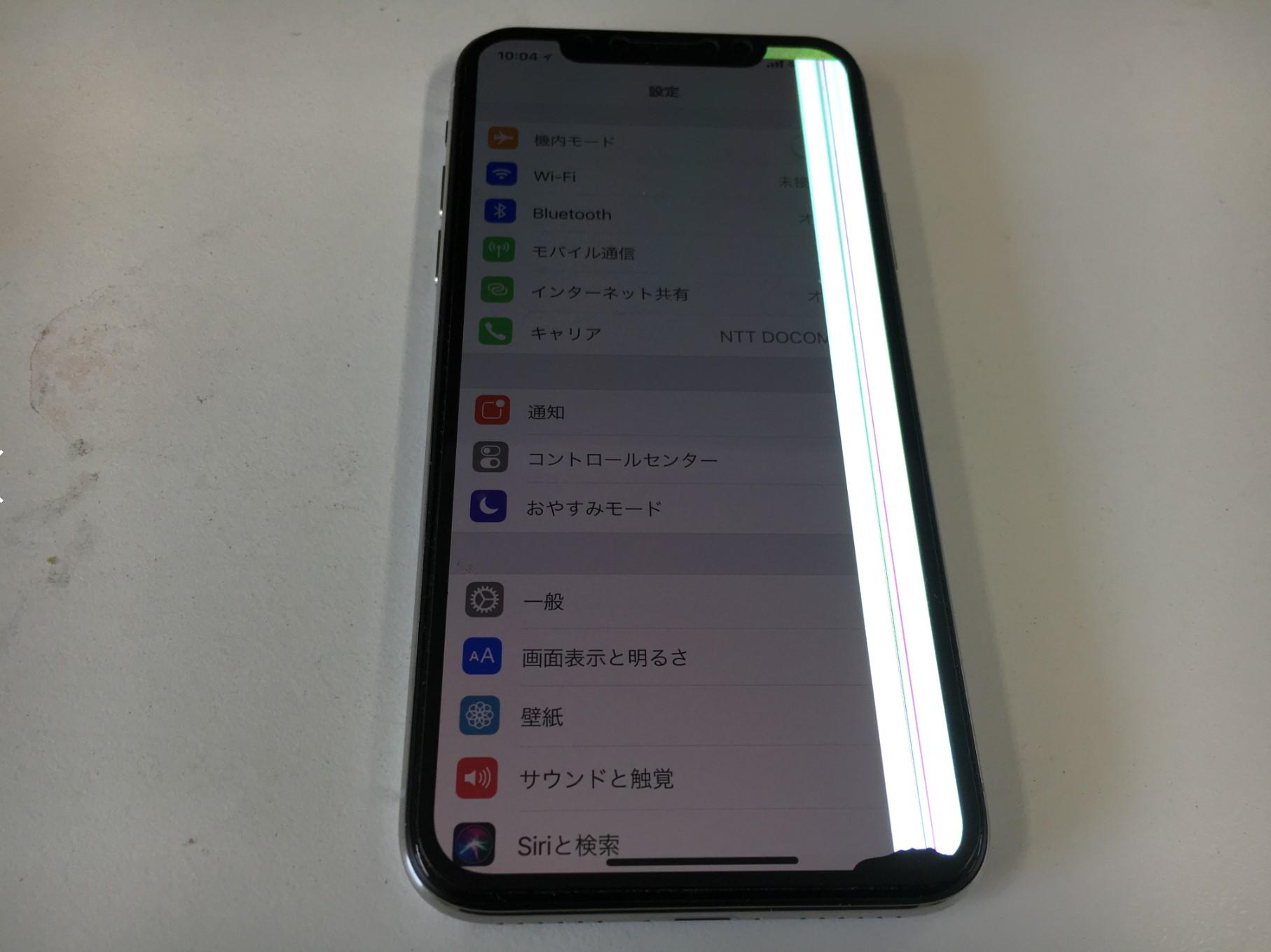 iPhoneX(テン)の有機ELに線が入って白く発光している