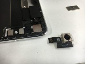 分解してバックカメラを交換途中の分解したiPadPro12.9第2世代