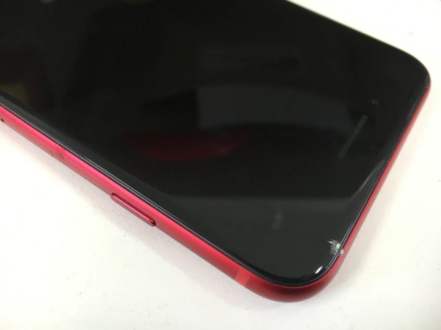 表面ガラスが割れたiPhone8Plus