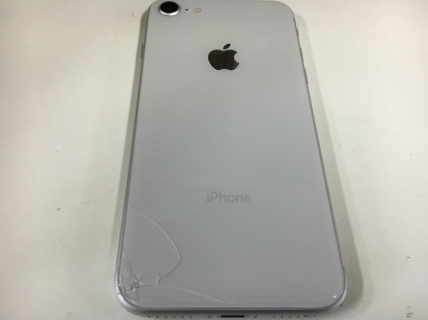 背面ガラスがひび割れているiPhone8