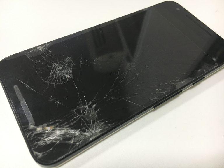 画面全体のガラスが粉々に割れているNexus5X