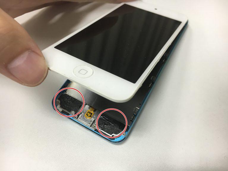 バッテリー交換修理方法を画像付きで解説1.画面を開くiPodTouch5