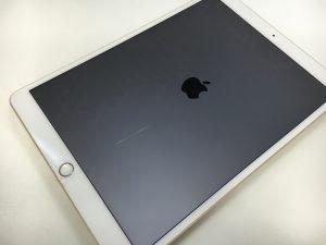 画面の下部にヒビが広がっているiPad Pro 10.5インチ
