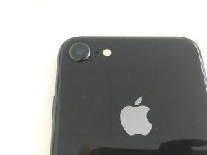 内部のカメラレンズが割れてるiPhone8
