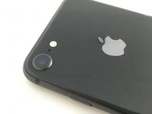 外側カメラレンズには異常はなく外側カメラの内部レンズが割れているiPhone8