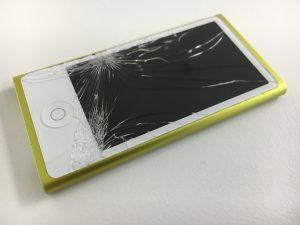 表面のガラスが割れてるiPod nano 第7世代