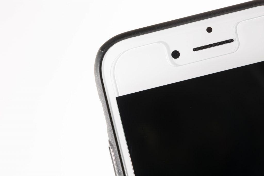 iPhone6に貼り付けたガラスフィルム-1024x682