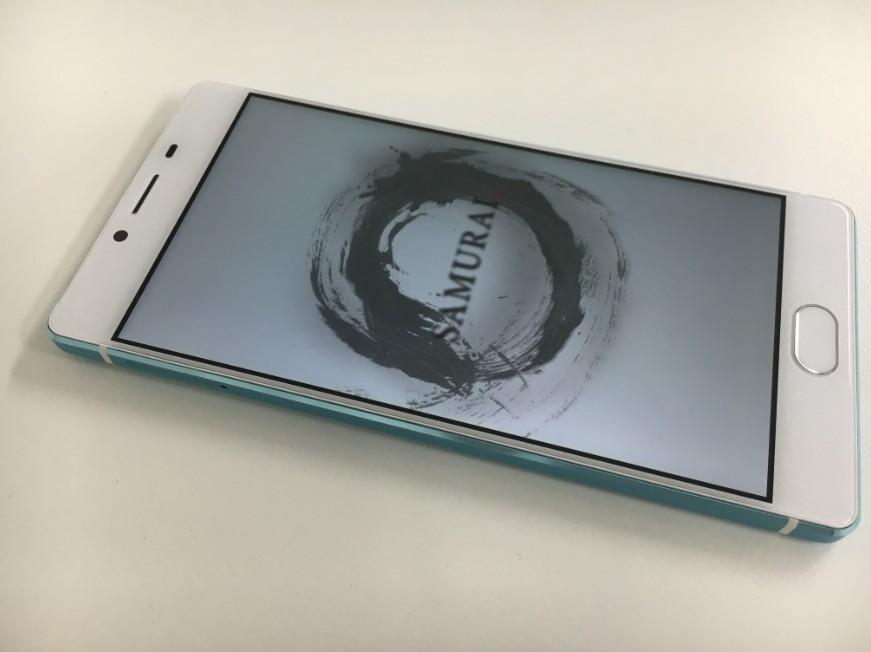 表面ガラス交換で新品のようになったたFREETEL SAMURAI REI-麗-