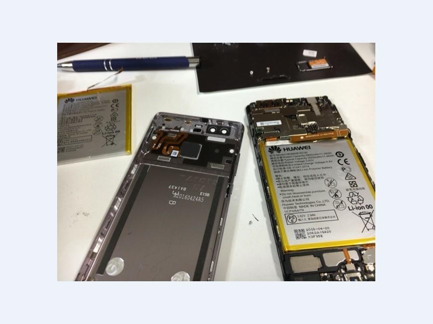 バッテリー交換の為に分解して交換途中のHUAWEI P9