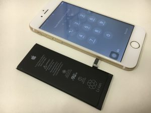 画面交換修理と一緒に1000円安くバッテリー交換したiPhone6s-300x225