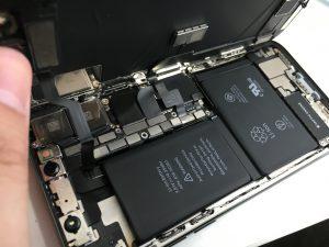 分解途中のiPhoneX-300x225