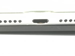 詰まった充電口の先端が取れて充電できるようになったiPad