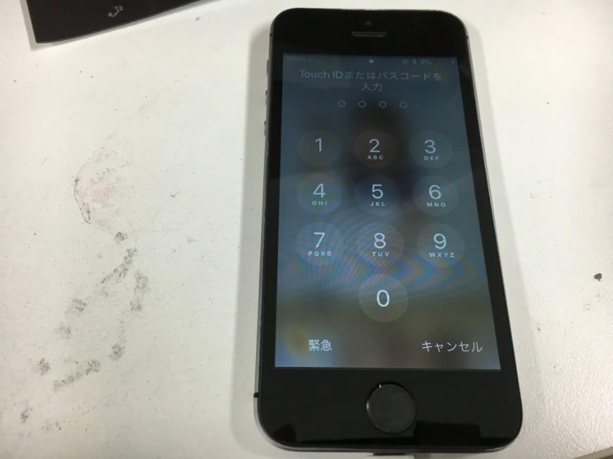 車に踏まれたiPhoneSEが画面交換だけで無事復活