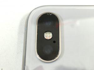 背面カメラレンズが割れたiPhoneX-300x225