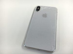バックガラスがヒビ割れたアイフォン10テン-300x225