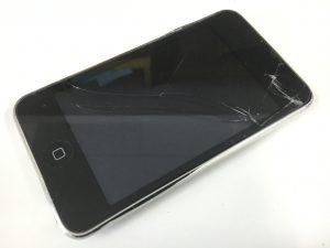 表面ガラスが割れたiPodtouch第3世代