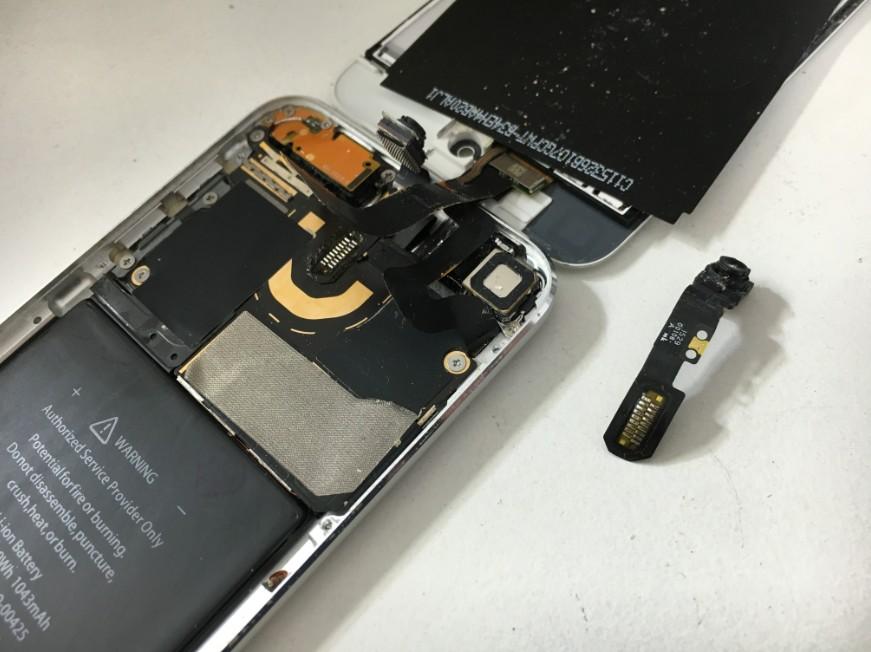 インカメラを交換修理途中のiPod touch 第6世代