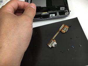 充電できなかったNexus7の充電口を交換中