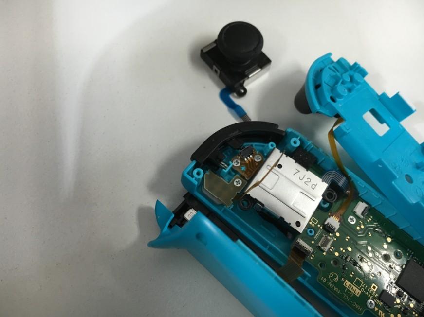 誤動作するnintendo switchのジョイコンスティック修理