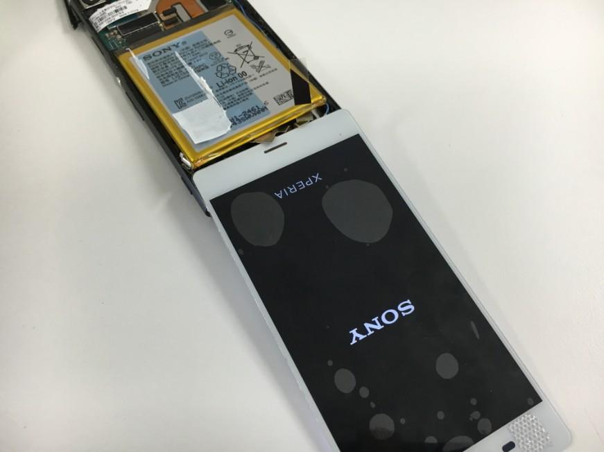 画面パーツを仮付けしてデータ移行中のXperiaZ3