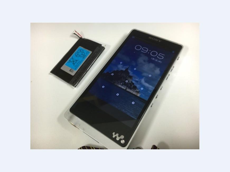 電池パックを新品に交換したWALKMAN NW-ZX1