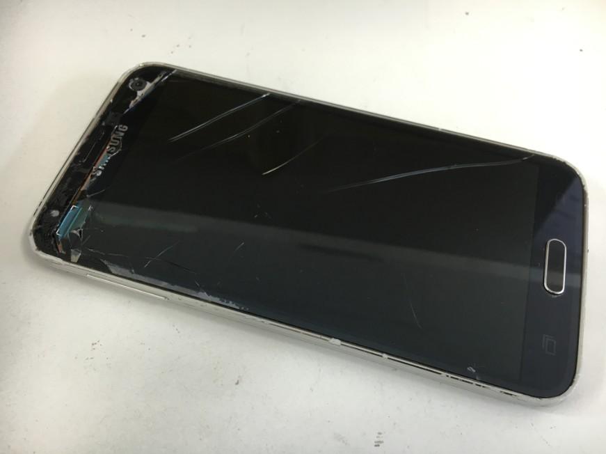 表面ガラスと内部の有機ELが破損して何も表示されないGalaxy S5(SC-04F)