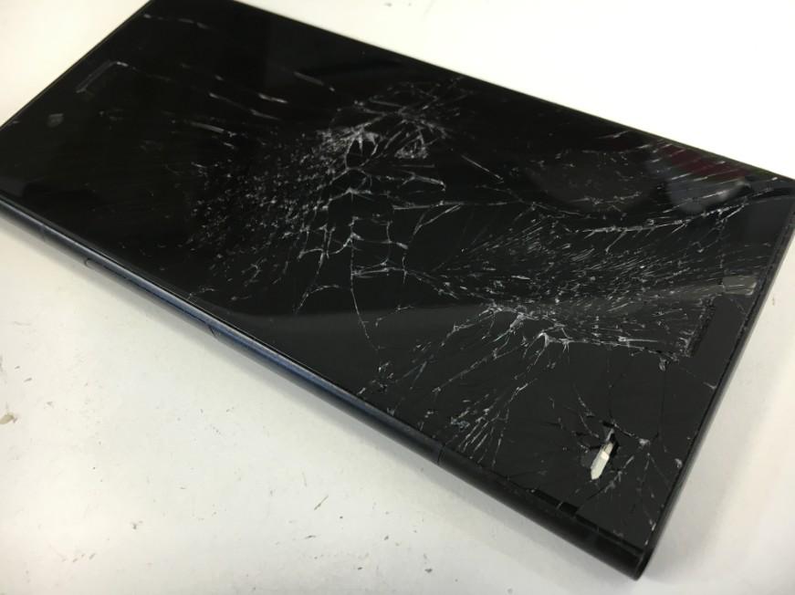 表面ガラスが割れて液漏れでほぼ操作不可のXperia XZ1(SO-01K)