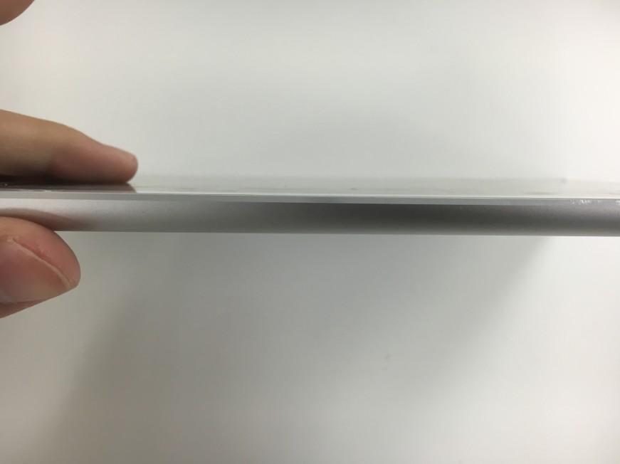 内臓電池を交換してスッキリと本体に画面が収まっているiPadAir