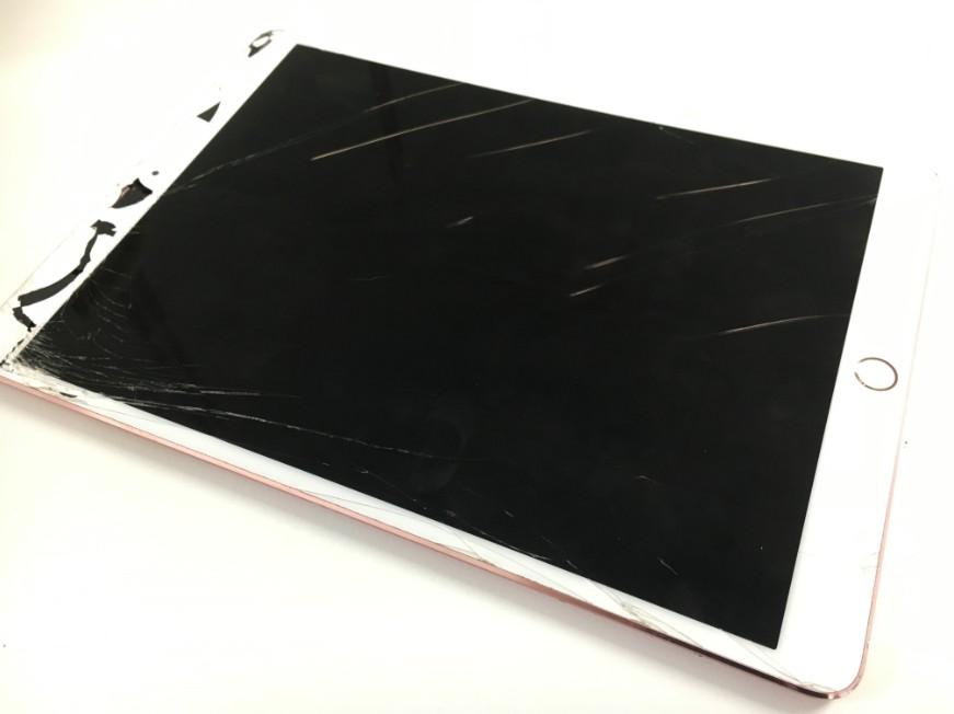 表面ガラスが割れて本体内部が見えているiPadPro10.5