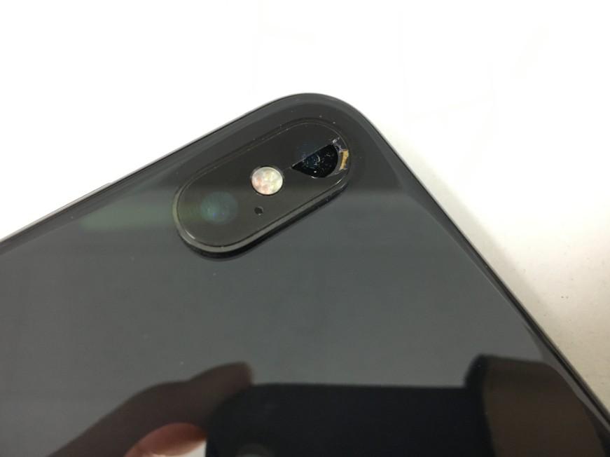 外側カメラレンズが割れて穴が空いたiPhoneX(テン)