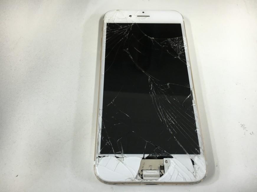 液晶画面が割れてホームボタンが無くなっているiPhone6