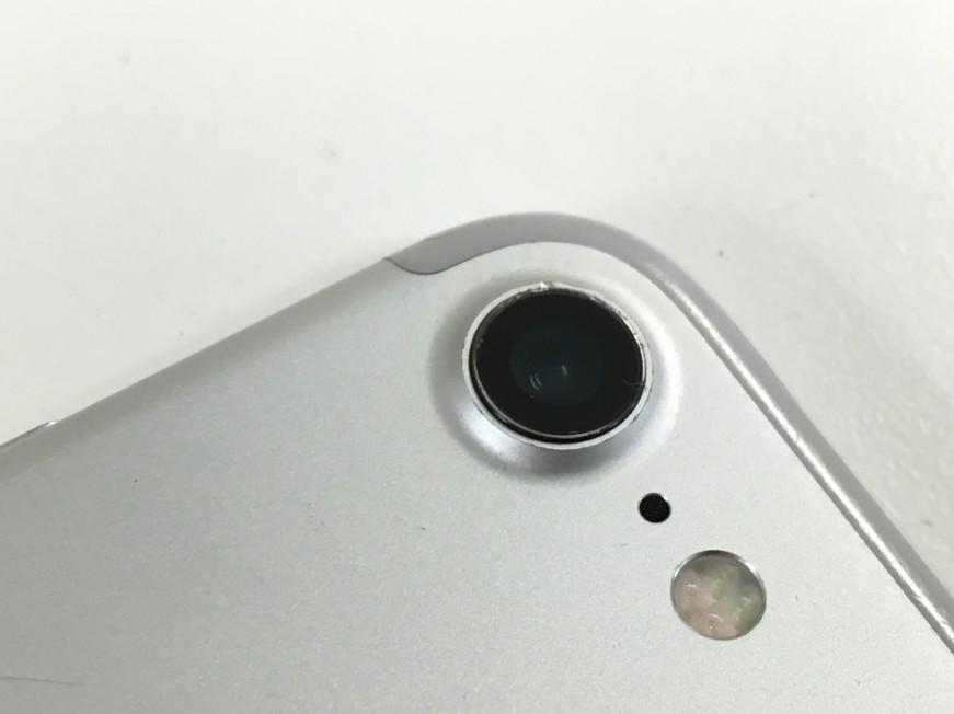 ひび割れた外側カメラレンズを修理して新品同様になったiPhone7